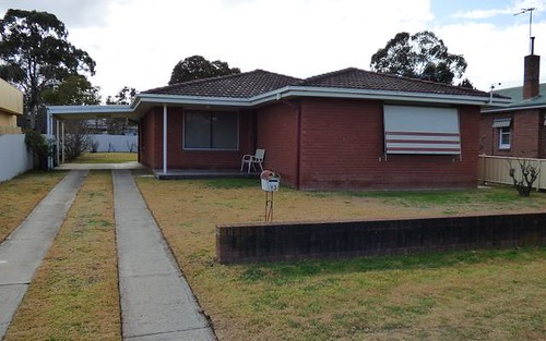 13 Lovell St, Young NSW 2594