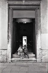 img009 (Yu,Tsai) Tags: leica m2 leicam2 film kodaktrix400 iso400 gtx970 bw モノクロ italy italia venizia イタリア 法國學料理那十個月 leitz summilux114352st 35mm