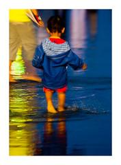 miroir d'eau (15) (Marie Hacene) Tags: bordeaux miroirdeau enfant couleurs nuit reflets reflection france gironde