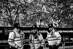 Trío de Policías (Garimba Rekords) Tags: bn blancoynegro monocromático londres london england inglaterra uk policia police