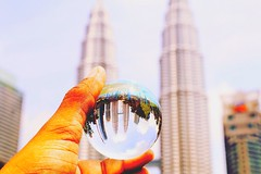 Think and wonder, wonder and think. (Captured by Bachi) Tags: towers petronas architecture happy love mybest bestshot photography canon lensball good 500px flickr travellers travel new me malaysia kualalumpur eos 70d