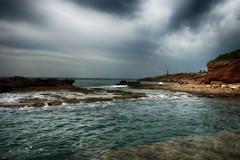 Un día nublado (candi...) Tags: nubes nublado cielo mar rocas costa naturaleza nature airelibre sonya77 lametllademar agua