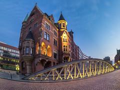 ST. Annenplatz 21.54 Uhr. (Torsten schlüter) Tags: deutschland hamburg brücke sunset blauestunde kunstlicht stannenplatz 8mm 2017 architektur