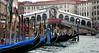 Venice: gondolas at the Rialto Bridge (Henk Binnendijk) Tags: venice venetië italy italia italië venedig gondel gondola gondole gondelier people candid boat boot italian gondolier rowingoar 2005 transportation tourists tourist toeristen travel rialtobridge