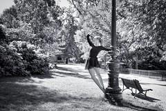 Urban Ballerina (II). A. (@phr_photo) Tags: blackandwhite noiretblanc femme woman monochrome danseuse danse dance ballerina parc jardin garden square street jardinpublic bordeaux banc lampadaire floorlamp artdeco light beautiful grace