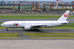 Japan Airlines   Boeing 777-200   JA8985   Tokyo Haneda (Dennis HKG) Tags: japanairlines jal jl boeing 777 777200 boeing777 boeing777200 aircraft airplane airport plane planespotting tokyo haneda rjtt hnd ja8985 oneworld canon 30d 100400