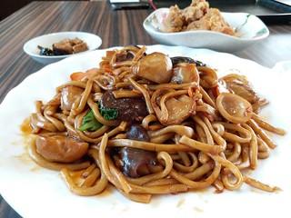 Vegetarian Fried Noodles 素炒拉面