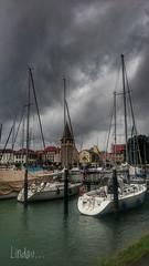 J'y suis..  J'y reste ! (Fred&rique) Tags: hdr allemagne bayern lindau port bateaux couleurs pluie nuages architecture lac bodensee