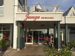 Frühstück bei Junge in Heringsdorf (Sockenhummel) Tags: heringsdorf usedom ostsee balticsea kaiserbad mecklenburg