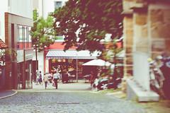 Street life (gernot.glaeser) Tags: hildesheim blur cityscapes lensbaby people seasons streetphotography summer urban twist60 city deu 365project project365 lowersaxony nikon niedersachsen personen street