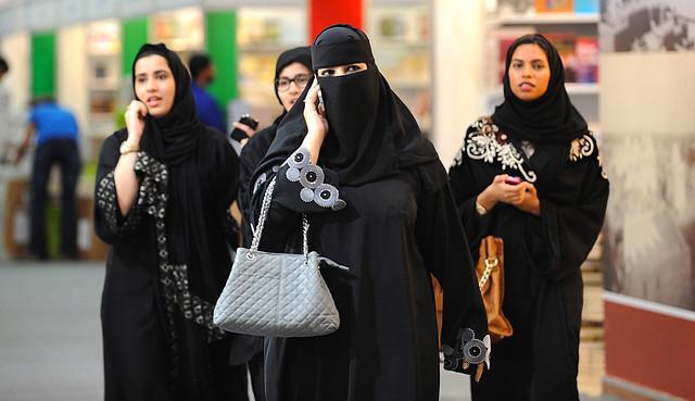 サウジアラビアの女性の特徴・性格|美人が多い/服装/運転