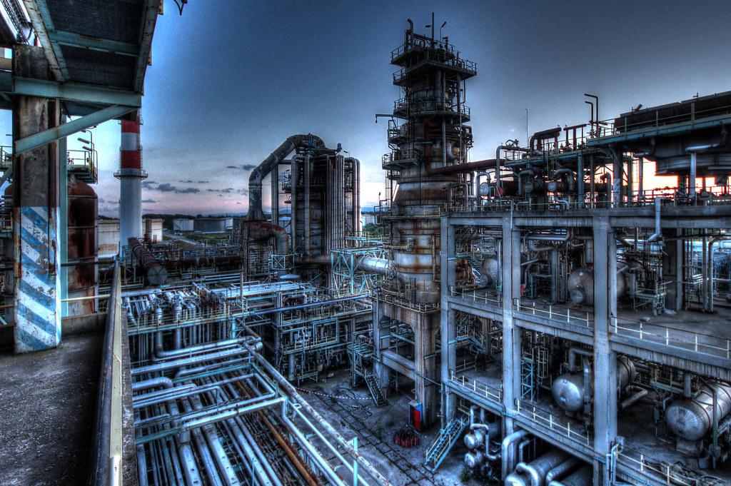 The world 39 s best photos of raffinerie and usine flickr for Usine desaffectee exterieur