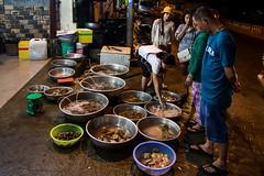 Ty nejčerstvější dary moře (zcesty) Tags: vietnam4 restaurace nočnífoto jídlo domorodci vietnam muine dosvěta tpphanthiết bìnhthuận vn