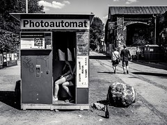 Photoautomat (alexhesse.de) Tags: berlin deutschland länder streetphotography travel photography photoautomat bnw blackwhite monochrome analog