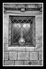 Ventana enrejada (J.Gargallo) Tags: rubielosdemora blancoynegro blackwhite blackandwhite blanconegro byn bw canon canon450d canonefs18200 eos450d eos 450d teruel aragón españa framed