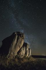 OBSERVANDO LA VIA LACTEA (Juan J. Marqués) Tags: via láctea luz camarillas cielo piedras azules