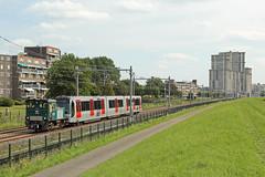 RET locomotief 6101 met metrostel 5711 (kevinpiket) Tags: ret locomotief rangeerlocomotief rangeerloc diesellocomotief 6101 metro metrostel 5711 metrolijn hoekselijn woontoren dijk maassluis zuidholland nederland canon 60d
