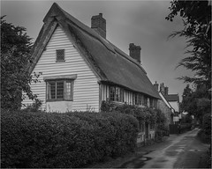 Cottages in Blythburgh (Linton Snapper) Tags: cottages blythburgh suffolk canon sigma50mmart lintonsnapper blackandwhite