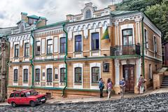 Bulgakov's House (tagois) Tags: kiev kyiv ukraine україна київ andriyivskyydescent andrewsdescent андріївськийузвіз podil поділ mikhaelbulgakov михаи́лбулга́ков