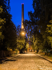 Kaunis katu (mikkovares) Tags: elokuu tamperebymikkovares tampere punatiili tehtaanpiippu kaupunkimaisema maisema kaupunki sininen piippu ilta