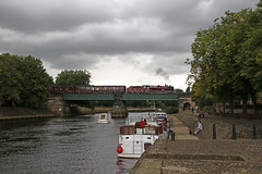 Galatea crosses the Ouse (Andrew Edkins) Tags: lms jubilee 45699 galatea york water riverouse railwayphotography scarboroughspaexpress geotagged canon mainlinesteam charter stanier light august 2017 summer uksteam 460 boat people trees