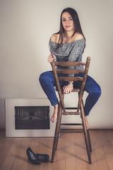 Joyce (www.michelconrad.fr) Tags: rouge canon eos6d eos 6d ef24105mmf4lisusm 24105mm 24105 femme modele blanc portrait studio parquet girl canapé pull bas collants livre lecture