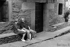 Confidencias (Iban Lopez (pepito.grillo)) Tags: ©ibanlopez d7200 urbana urban bn blackandwhite blancoynegro puebladesanabria