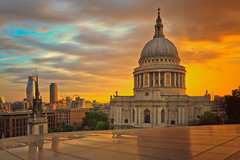 St.Pauls Cathedral at sunset (Bernhard Sitzwohl) Tags: stpauls cathedral curch england uk sights sight landmark outdoor open sunset london cityoflondon city urban travel explore onenewchange orange red dawn