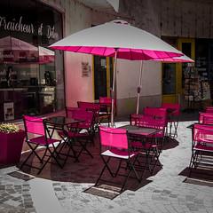 pink !!! (jemazzia) Tags: extérieur outside café terrasse couleurs