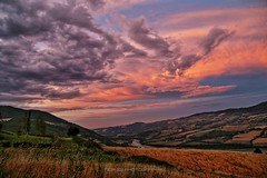la realtà aumentata (_Nick Outdoor Photography_) Tags: appennino burningsky sunset skyonfire canoneos6d regioneemilia vallataappenninica img2398 beauty countrylover pillerone fullframe darkclouds larealtàaumentata