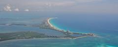 Cancun (ruimc77) Tags: nikon d700 nikkor 50mm f12 ais cancun cancún quintana roo méxico mexico playa beach praia mar caribe caribbean sea take off despegue decolaje decolando decolagem flight vuelo voo vôo lago laguna lake ocean oceano