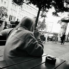 Berliner #766 (.Dirk) Tags: berlin panasonictz71 street people bw sw schöneberg