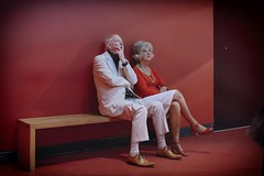 Darby and Joan on a David Lynch set (リンドン) Tags: couple old man woman bench red room suit victoria albert museum london va sony rx1r zeiss f2 ロンドンイギリス 赤