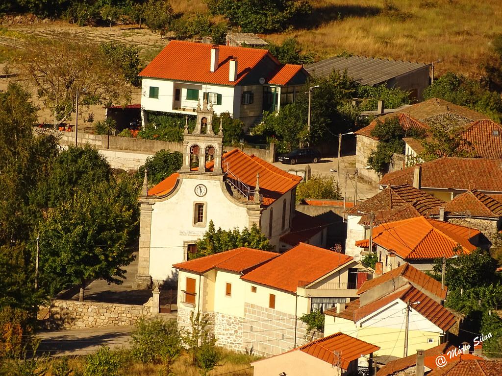 Águas Frias (Chaves) - ... vista da igreja matriz e do casario envolvente ...