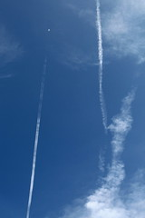 Look mummy, there's an aeroplane up in the sky (just.Luc) Tags: song lyrics sky lucht luft ciel blue azul blauw bleu blau cloud wolk nuage plane aeroplane vliegtuig avion condensspoor contrail traînéedecondensation kondensstreifen pinkfloyd