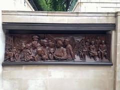 Queen Mother Memorial (brimidooley) Tags: queenmother statue memorial ロンドン london england uk 런던