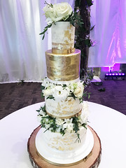 Gold Leaf Fresh Flower Tall Wedding Cake