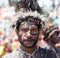 man blck ring round eye (kthustler) Tags: goroka singsing papuanewguinea tribes huliwigmen mudmen