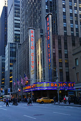 Radio City Music Hall, NYC (SomePhotosTakenByMe) Tags: radiocitymusichall auto car taxi yellowcab sixthavenue sign schild gebäude building architektur architecture urlaub vacation holiday usa unitedstates america amerika nyc newyorkcity newyork stadt city manhattan outdoor innenstadt uptown downtown midtown