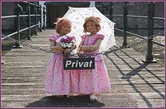 Sanrike und Anne-Moni ... (Kindergartenkinder) Tags: schlossanholt dolls himstedt annette park kindergartenkinder sommer wasserburg annemoni sanrike isselburg garten