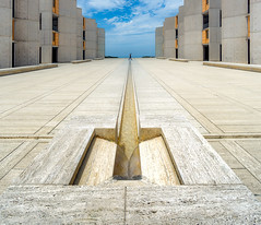 Mind the gap (JohnNguyen0297 (busy - on/off)) Tags: travel travelphotography a6000 icle6000 lines symmetry alone 1018mm