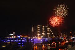 Mein persönliches Abschiedsfeuerwerk (Lilongwe2007) Tags: hamburg hafen feuerwerk schiffe deutschland landungsbrücken segelschiffe nacht blue port