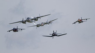 Mitchell, Lightning, Corsair flanked by two Aplhajets @ LOXZ
