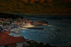 Raxó (JC Arranz) Tags: mar españa galicia luz atardecer nubes playa barcos puerto casas pontevedra oscuridad gentes pesqueros raxó