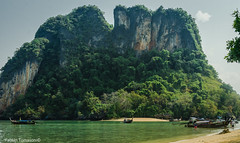 Railay (NFTOMY) Tags: railay railaybeach krabi aonang tailandia asia suresteasiático beach playa seaside isla andamansea mar sea airelibre paisaje montañas montaña mountain boat longtailboat water sand green tree travel traveler trip travelphoto traveling turismo tourism travelphotography travelpic travelpics tourist nikon nikond5100 nikonphotography nikonphoto naturaleza nature viajes vacaciones viajero vacation viagem viaje verde nikonflickraward