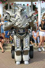 FUNK6465 (Graham Ó Síodhacháin) Tags: broadstairswatergala 2017 broadstairs watergala titantherobot creativecommons
