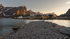 Sakrisoy - Midnightsun (schda22) Tags: midnightsun midnight night sakrisoy norge norwegen norway shot photo mountain sea
