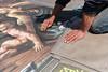 Mani d'artista (Promix The One) Tags: loretoan marche pittura gessetti artista colori sfumature pennelli pietã spugna attrezzi raffigurazione piazza grafica madonnaro mani lavoro canoneos1dsmarkii canonef1635f4lisusm pietà