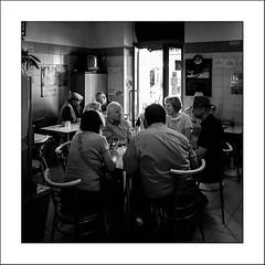 Images Singulières du Portugal #45 (Napafloma-Photographe) Tags: 2017 algarve architecturebatimentsmonuments artetculture bandw bw bâtiments catégorieprojet cuisinealimentationnourriture géographie kodak kodak400tmax métiersetpersonnages personnes portraitposeanonymes portugal techniquephoto vacances blackandwhite cerise fruitherbelégumes marché monochrome napaflomaphotographe noiretblanc noiretblancfrance pellicules photoderue photographe photographie province streetphoto streetphotography loulé pt
