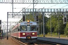 PR EN57-1456 + EN57-1250 + EN57-1248 , Wrocław Leśnica train station 07.08.2017 (szogun000) Tags: wrocław poland polska railroad railway rail pkp station wrocławleśnica ezt emu set electric en57 en571456 pr przewozyregionalne train pociąg поезд treno tren trem passenger special mr musicregio 831123 ostatniaparóweczka d29275 e30 dolnośląskie dolnyśląsk lowersilesia canon canoneos550d canonefs18135mmf3556is